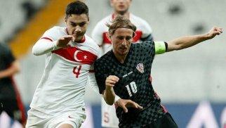 """""""Liverpul"""" Türkiyə millisinin müdafiəçisini alır"""