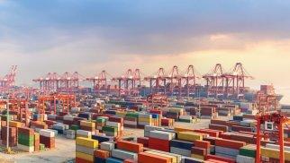Çin dünyanın ən işlək üçüncü limanını qismən bağlayır